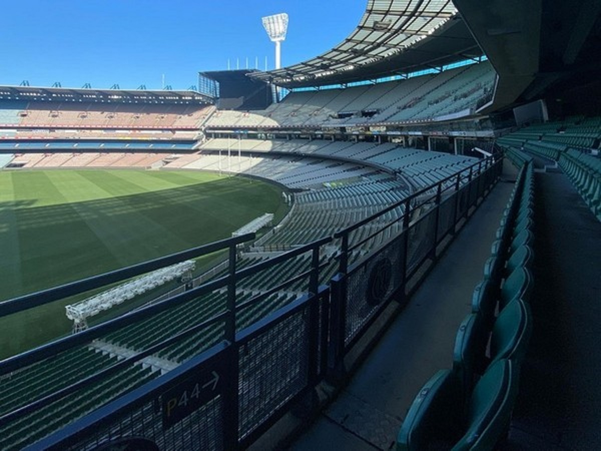 COVID-19 MCC swings into action as fan tests positive after watching AFL game at MCG